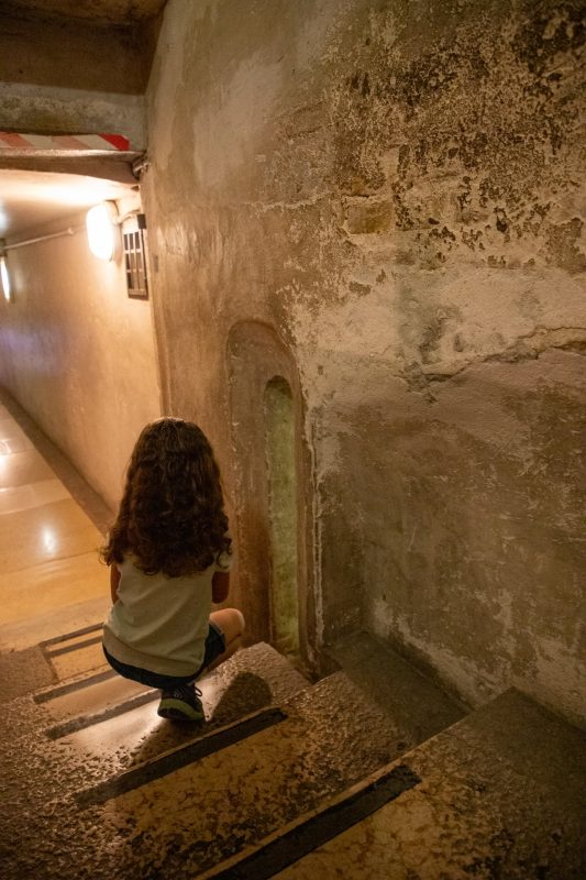 Walking through the dungeon in Doge;s Palace